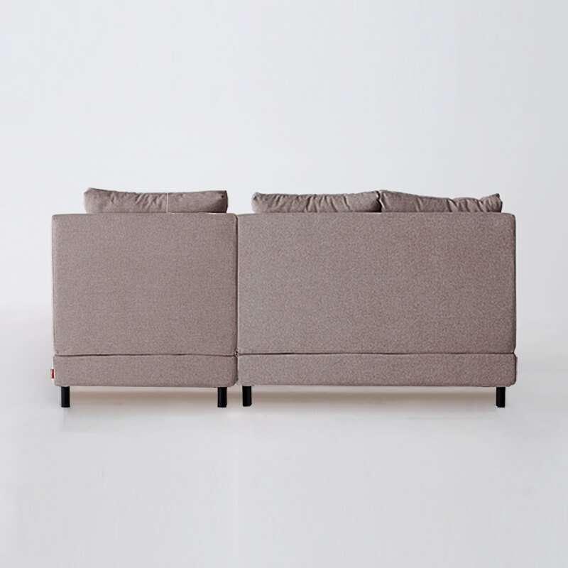 Sofá de 3 plazas del modelo Brick vista trasera tapizado en tela Austin Flamingo de SITSOFA