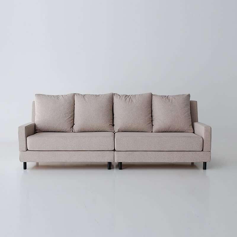 Sofá de 4 plazas del modelo Brick Vista delantera tapizado en tela Austin Beige de SITSOFA