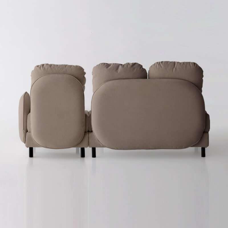 Sofá de 3 plazas y con brazo derecho del modelo Tokyo vista trasera tapizado en tela Austin Beigel de SITSOFA