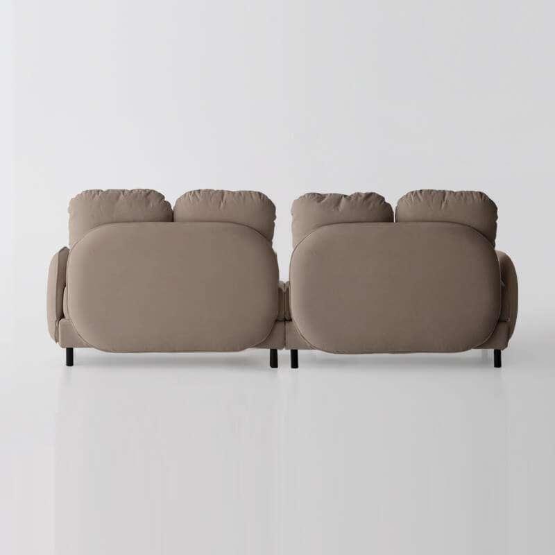 sofá de 4 plazas del modelo Tokyo vista trasera tapizado en Austin Beige de sitsofa